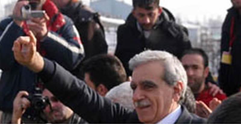 Photo of 5. Kürt Dili Ödülü Ahmet Türk'e verildi