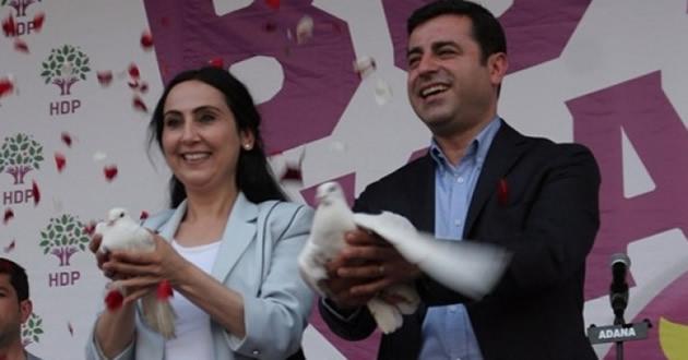 Photo of Yüksekdağ'ın Vekilliği Düşürüldü Demirtaş'a Hapis Cezası Verildi