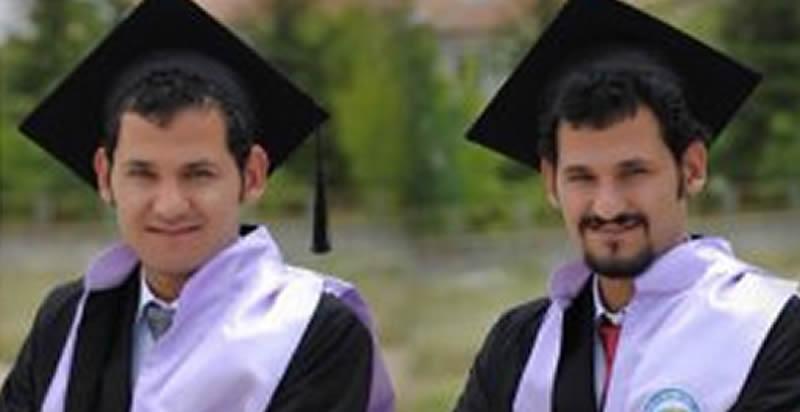 Photo of İkizler keplerini birlikte havaya attı